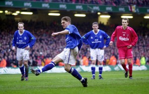 Pursey's last minute penalty makes it 1-1 in the Worthington Cup Final v Liverpool